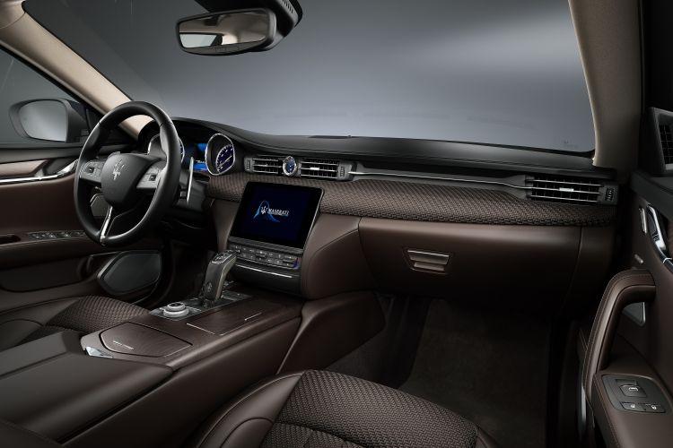 Maserati Quattroporte S Q4 GranLusso sedan - wnętrze