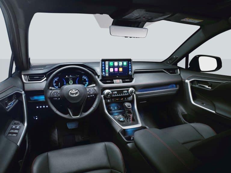 Toyota RAV4 plug-in hybrid wnętrze